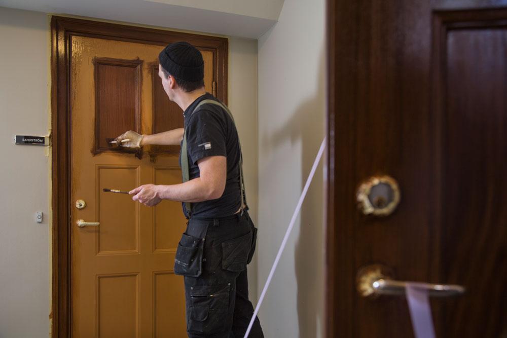 Vi anpassar dörren efter fastigheten