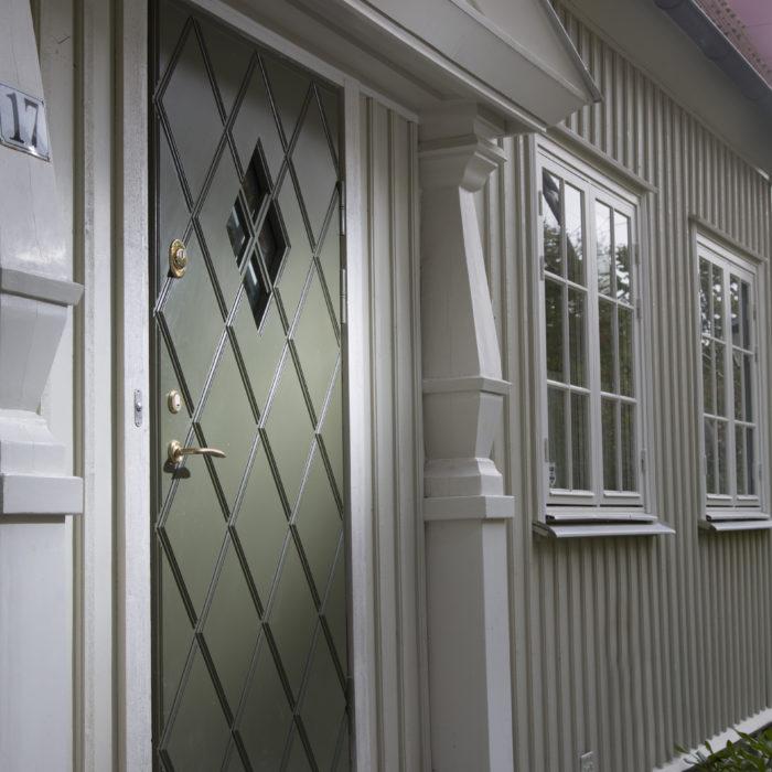 Säkerhetsdörr för villa på Lunkentussvägen