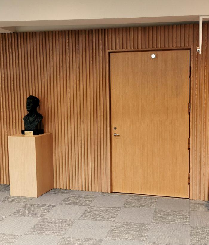 Dörr på Electrolux' huvudkontor