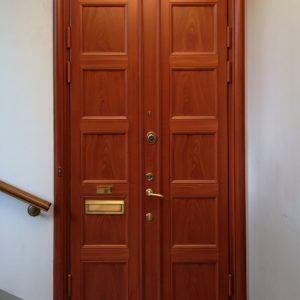 Klassisk säkerhetsdörr som pardörr med 10 speglar, klass 3